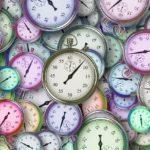 Nástěnné hodiny jako dekorační prvek interiéru