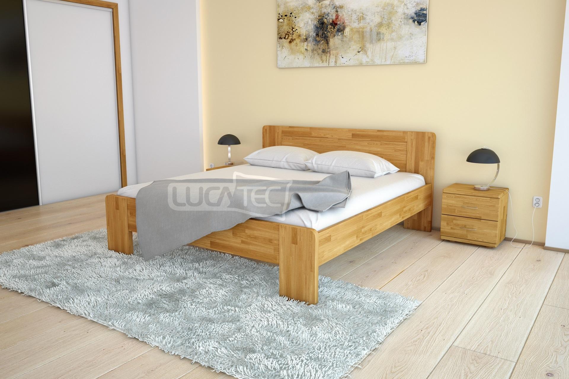 Kvalitní dubová postel se zaoblenými rohy a plným čelem u hlavy